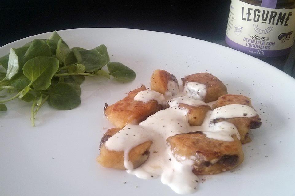 Gnocchi de mandioquinha com recheio de Berinjela com Cogumelos