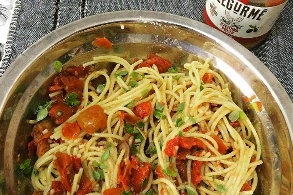 Espaguete com Tomate Confit sabor Azeitona Preta